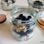 Jogurt z borówkami i płatkami ekspandowanymi