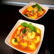 Toskańska zupa pomidorowa z kiełbasą i tortellini