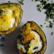 Jajko zapiekane w awokado – przepis na fit śniadanie
