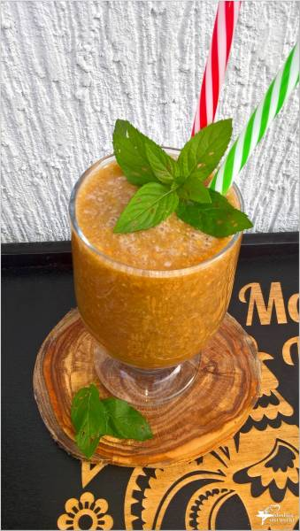 Kokosowo-kawowy koktajl z karmelizowanymi orzechami
