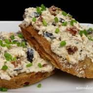 Pasta z makreli z oliwkami i suszonymi pomidorami