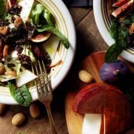 Sałatka z czerwoną quinoą, figami i kanaryjskim kozim serem
