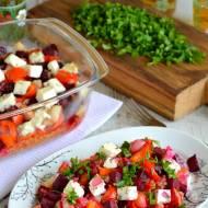 Zapiekanka z pieczonymi warzywami, kaszą i fetą