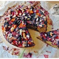 Ciasto pełnoziarniste z owocami.