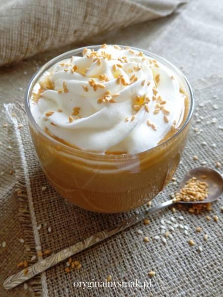 Kawa z białą czekoladą i tahini