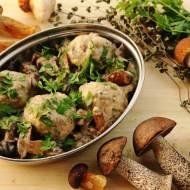 Pulpeciki drobiowo-jaglane w sosie grzybowym