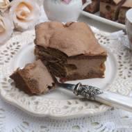 Sernik czekoladowy na kruchym cieście z rodzynkami.
