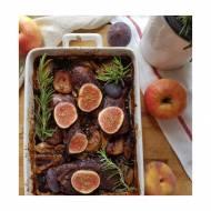 Polędwiczki wieprzowe w konfiturze jagodowej z jabłkiem, brzoskwinią, figą i rozmarynem