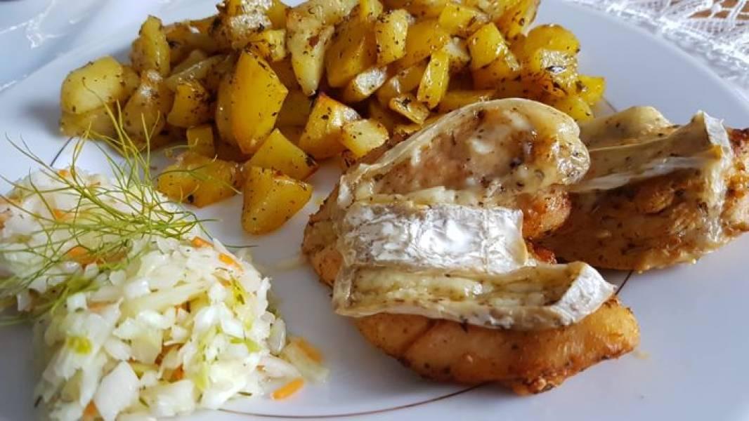 Pierś z kurczaka zapiekana z serem camembert