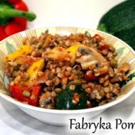 Kasza gryczana z soczewicą i warzywami