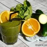 Zielone smoothie z sałatą, cukinią i ogórkiem