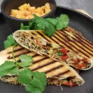 Burrito z kurczakiem, grillowanymi warzywami i komosą ryżową