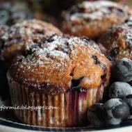 muffiny z aronią i białą czekoladą