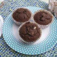 Piernikowe muffinki z rodzynkami i orzeszkami.