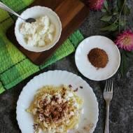Makaron z białym serem, cukrem i cynamonem