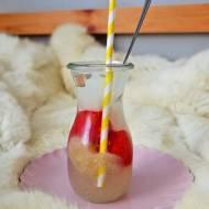 Napój kokosowo - truskawkowy z tapioką