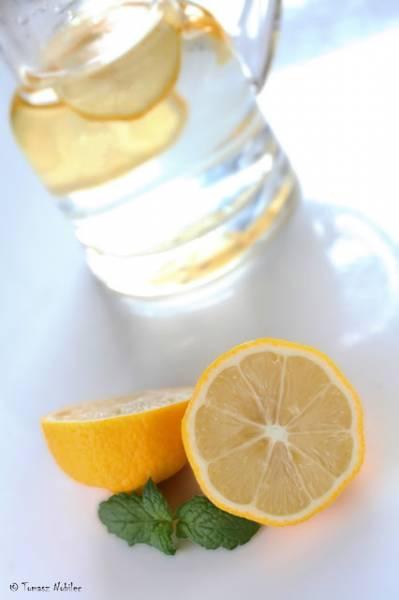 Zacznij dzień od szklanki wody z cytryną
