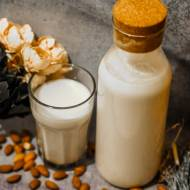 Przepis na domowe mleko migdałowe