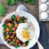 Tani obiad-bataty, grzyby i sadzone jajko