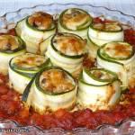 Roladki z cukinii z mięsem w pomidorach