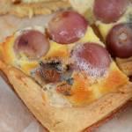 Tarta z winogronami i serem pleśniowym