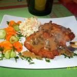 Placki ziemniaczane z mięsem mielonym i sosem grzybowym