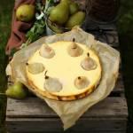 Sernik amaretto z gruszkami nadziewanymi marcepanem