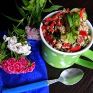 Sałatka z kaszy jaglanej, grillowanej cukinii i papryki