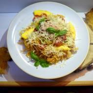 Sezonowe spaghetti Tonno( tuńczykiem) z pesto pieczonych pomidorków cherry i dyni .