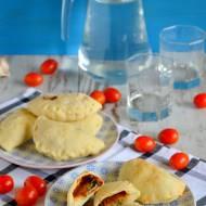 Mini calzone ze szpinakiem, szynką i mozzarellą