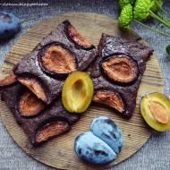 Mocno czekoladowe brownie ze śliwkami i cynamonem