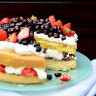 Bardzo prosty tort! Naked Cake z Nutellą, kremem mascarpone, czekoladowymi kulkami, borówkami i truskawkami