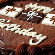 Jak elegancko udekorować tort?