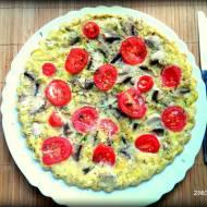 Omlet jaglany z pieczarkami i pomidorkami