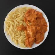 Schab w sosie pomidorowo-śmietanowym