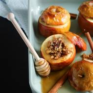 Pieczone jabłka z płatkami owsianymi. Moje comfort food.