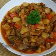 Przepis na zapiekankę ziemniaczaną - prosta i smaczna