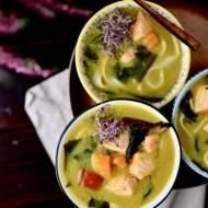 Zupa z łososiem, batatem i dynią na mleku kokosowym