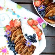 Pełnoziarniste racuszki z płatkami Lubella Mlekołaki na bazie kefiru  z owocami