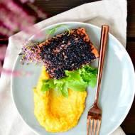 Łosoś grillowany w czarnym sezamie i puree z batata, dyni i gruszki