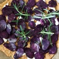 Pizza z fioletowymi ziemniakami