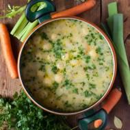 Warzywna zupa z kurczakiem i kluseczkami