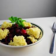 Pakczoj z burakami, serem gorgonzola i kaszą jaglaną