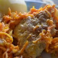 Kotlety z piersi kurczaka pod marchewką