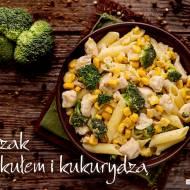 Kurczak z brokułem i kukurydzą