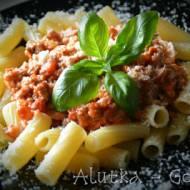 Makaron w sosie pomidorowym z gorgonzolą