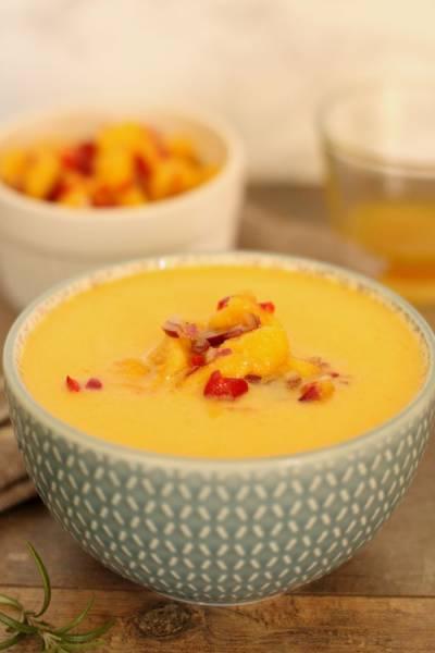 Zupa z dyni z salsą mango