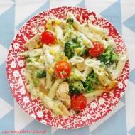 Zapiekanka z kurczaka i brokułów w sosie czosnkowym
