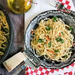 Spaghetti z czosnkiem i chili