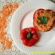 Papryka faszerowana soczewicą i kaszą jaglaną
